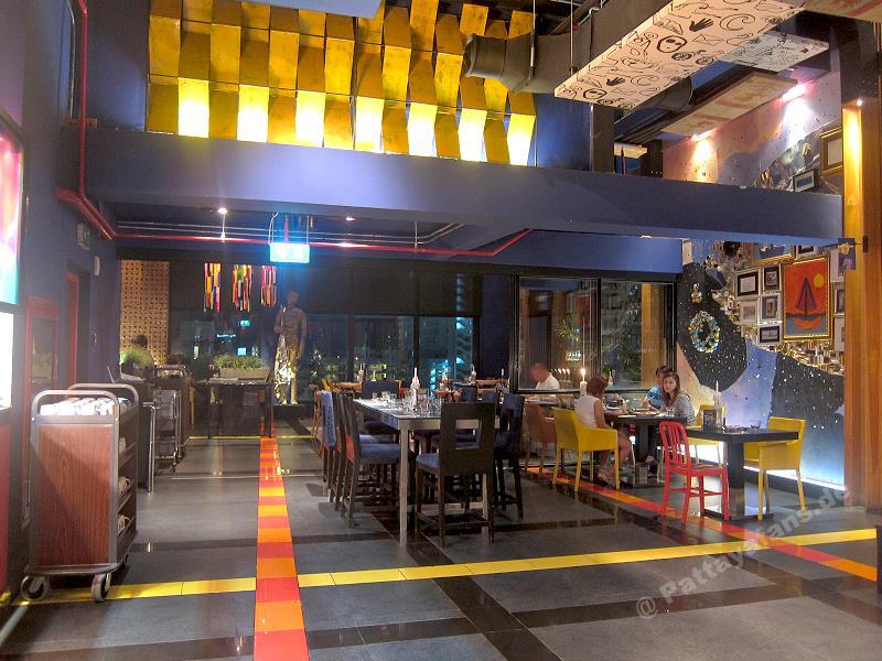 Big fish restaurant siam siam hotel pattaya buffet for Big fish restaurant
