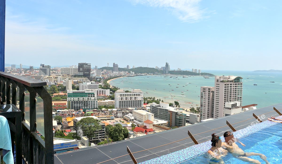 Siam siam design hotel pattaya rooftop bar hoteltipp for Sky design hotel